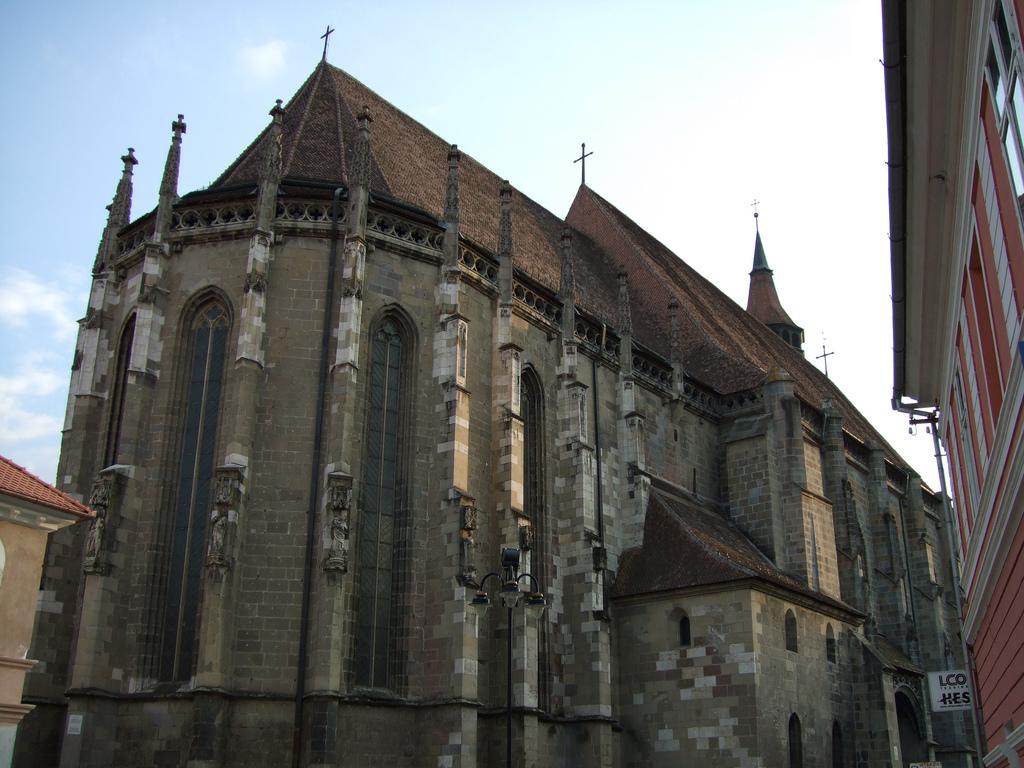 biserica-neagra-vedere-laterala-2